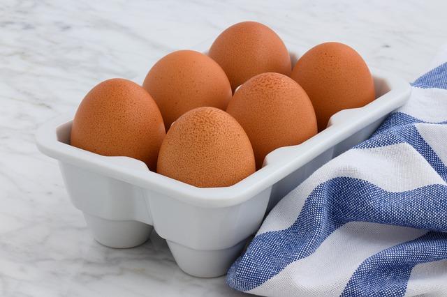 שיש עם ביצים